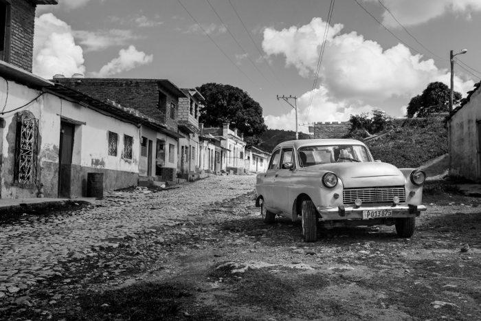 alte Stadt, altes Auto